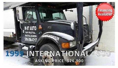 1999 International 4900 for sale in Roseville, MI