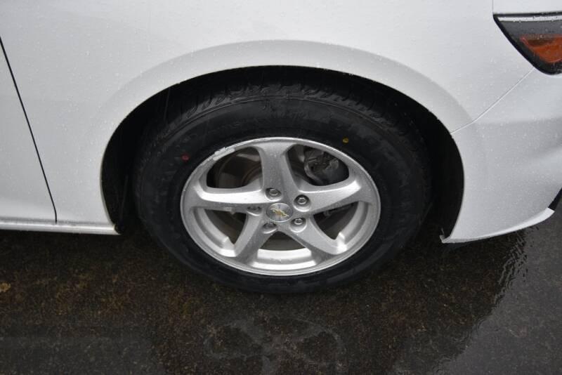 2016 Chevrolet Malibu LS (image 9)