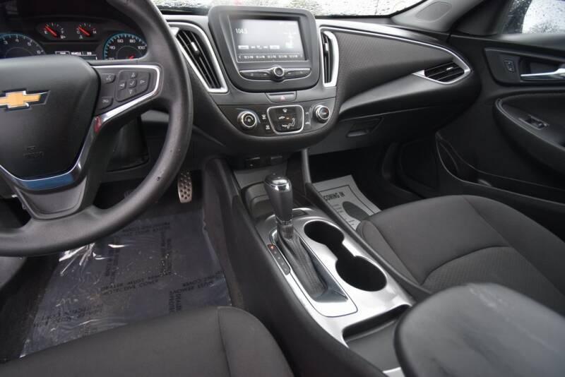 2016 Chevrolet Malibu LS (image 19)