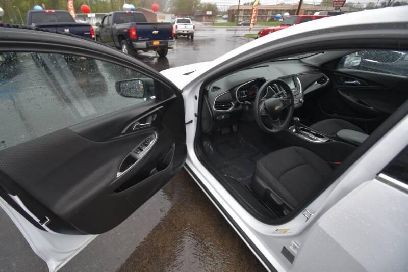 2016 Chevrolet Malibu LS (image 20)