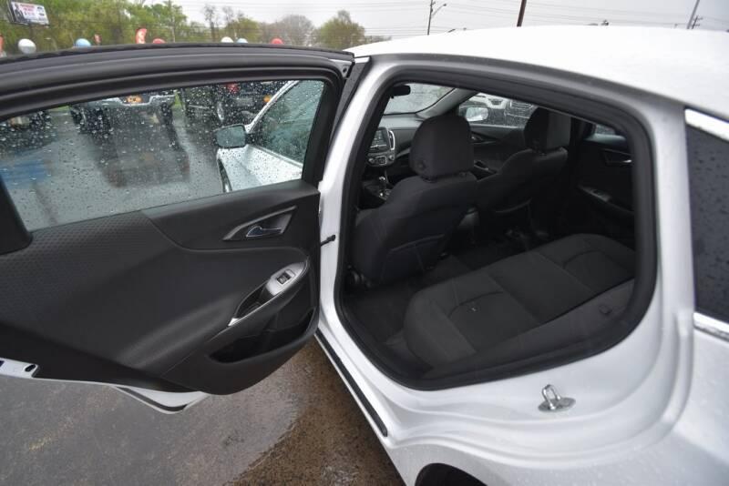 2016 Chevrolet Malibu LS (image 22)