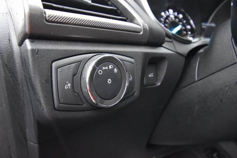 2019 Ford Fusion Hybrid SE (image 12)