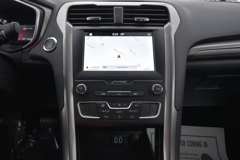 2019 Ford Fusion Hybrid SE (image 15)