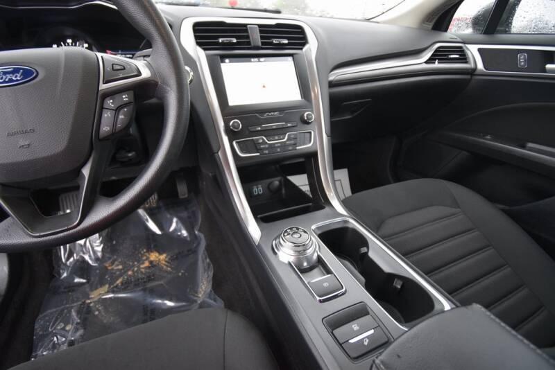 2019 Ford Fusion Hybrid SE (image 17)
