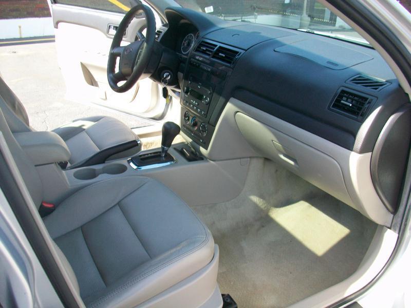 2006 Ford Fusion V6 SE 4dr Sedan - Milan IL