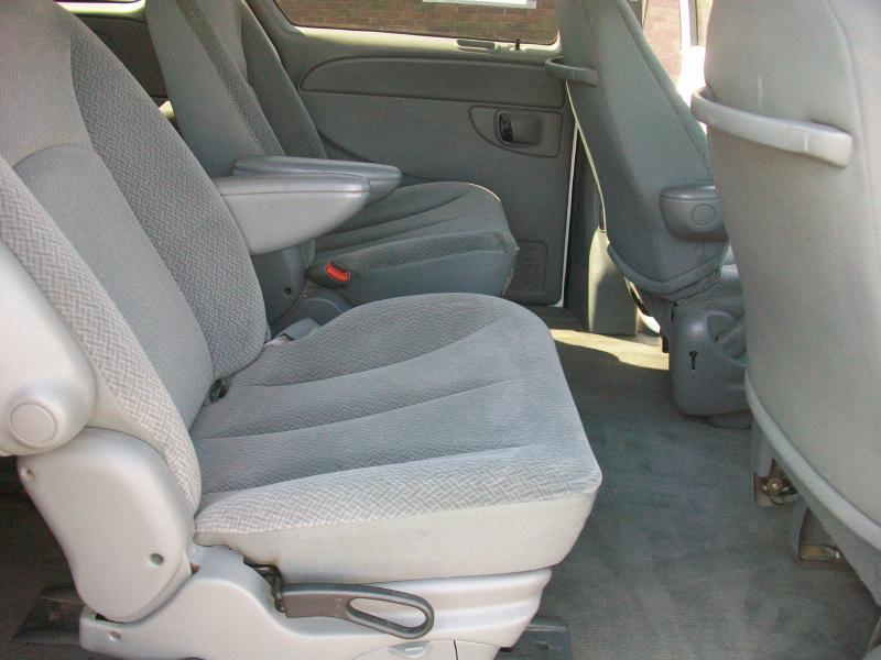 2005 Dodge Caravan SXT 4dr Mini-Van - Milan IL