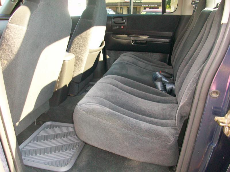 2004 Dodge Dakota QUAD SLT - Milan IL