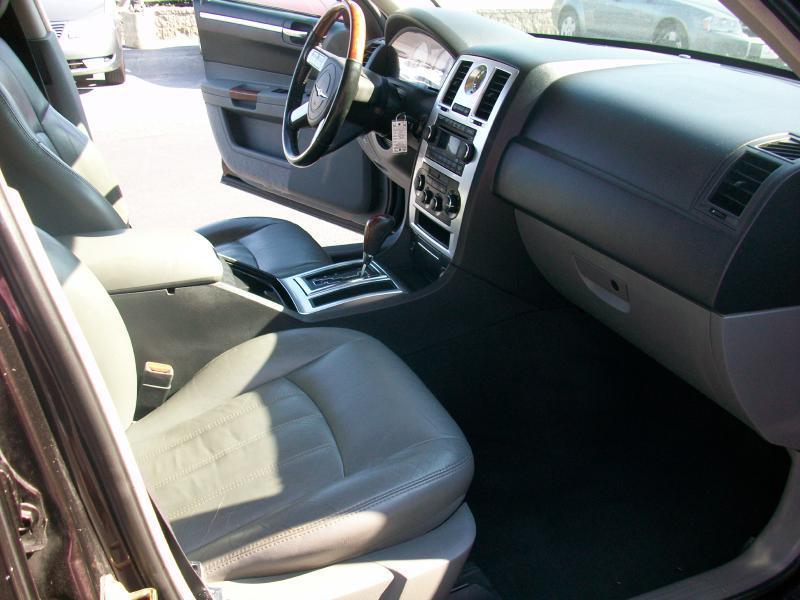 2005 Chrysler 300 C 4dr Sedan - Milan IL