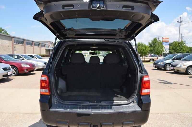 2010 Ford Escape AWD XLT 4dr SUV - Milan IL