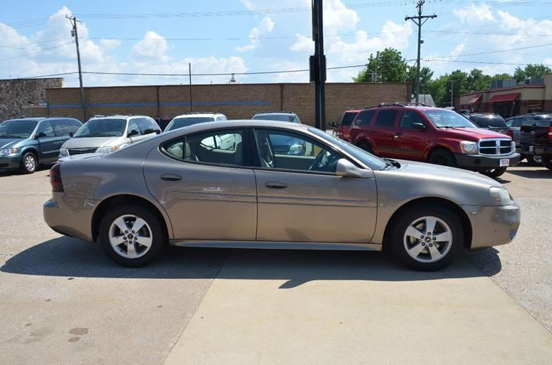 2006 Pontiac Grand Prix 4dr Sedan - Milan IL
