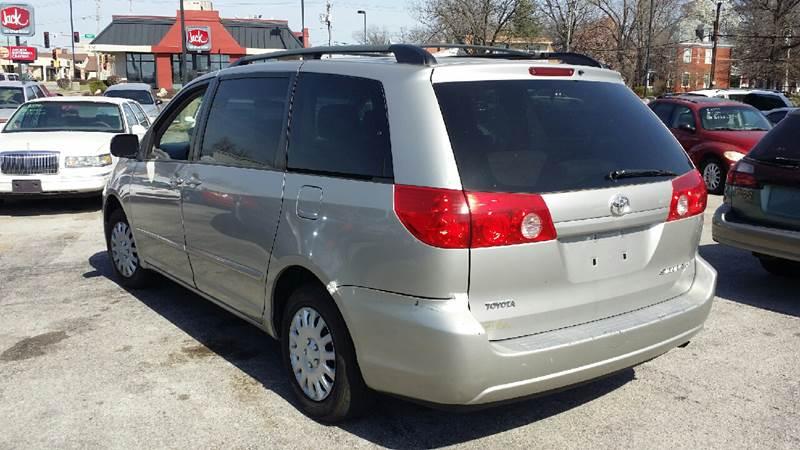 2006 Toyota Sienna LE 7-Passenger 4dr Mini-Van - Belleville IL