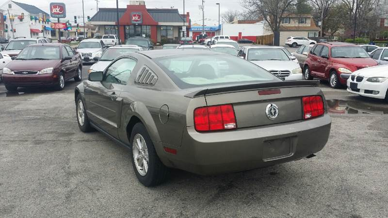 2005 Ford Mustang Deluxe 2dr Coupe - Belleville IL