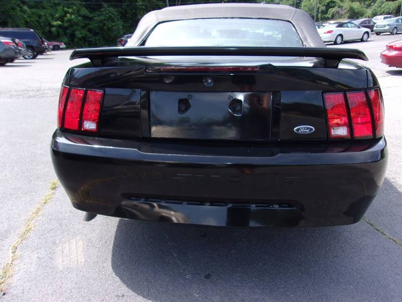 2003 Ford Mustang Deluxe 2dr Convertible - Knoxville TN