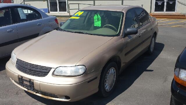 2004 Chevrolet Classic 4dr Sedan - Helena MT