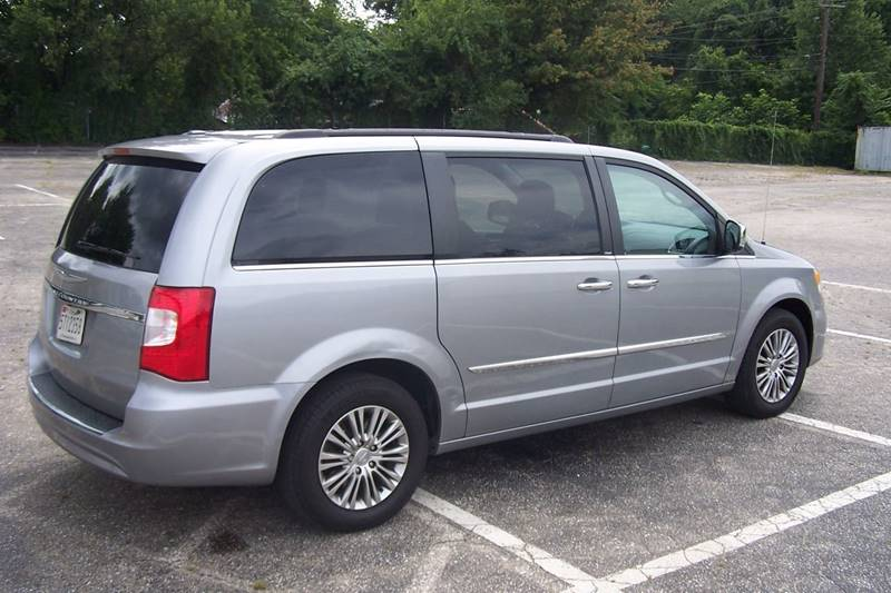 2013 Chrysler Town and Country Touring-L 4dr Mini-Van - Glen Burnie MD