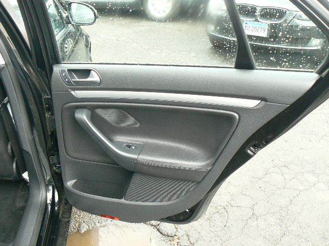 2010 Volkswagen Jetta SEL PZEV 4dr Sedan 6A - Hartford CT