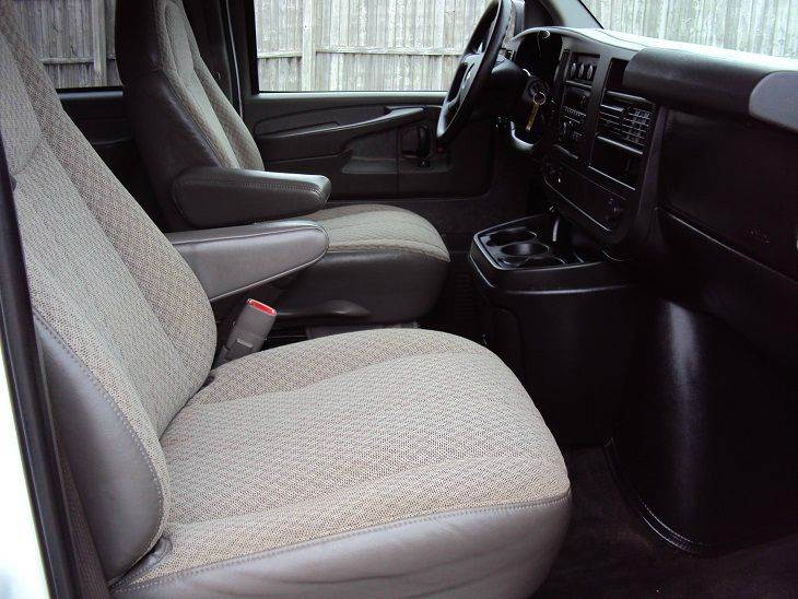 2009 Chevrolet Express Passenger LS 3500 3dr Passenger Van - Canton OH