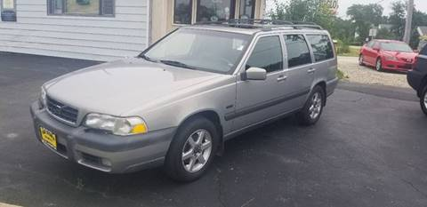 1998 Volvo V70 for sale at GLOBAL AUTOMOTIVE in Gages Lake IL