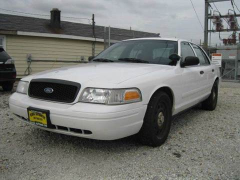 2008 Ford Crown Victoria for sale at GLOBAL AUTOMOTIVE in Gages Lake IL