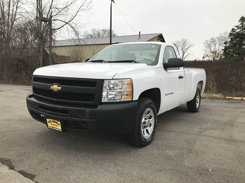 2011 Chevrolet Silverado 1500 for sale at GLOBAL AUTOMOTIVE in Gages Lake IL