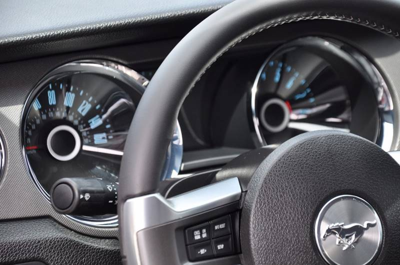 2014 Ford Mustang V6 2dr Fastback - Seattle WA