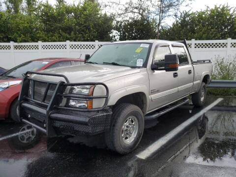 2004 Chevrolet Silverado 2500HD for sale at L G AUTO SALES in Boynton Beach FL