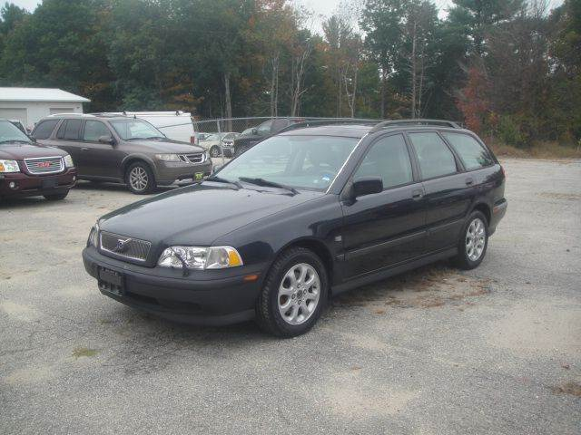 2000 Volvo V40 for sale at Manchester Motorsports in Goffstown NH