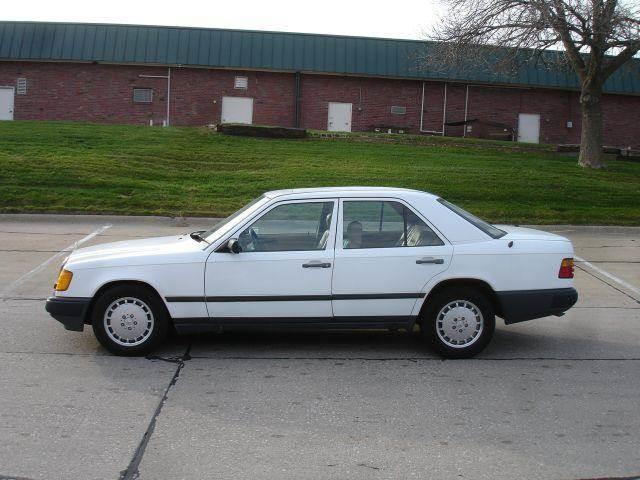 1989 Mercedes-Benz 300-Class for sale at AUTOWORKS OF OMAHA INC in Omaha NE