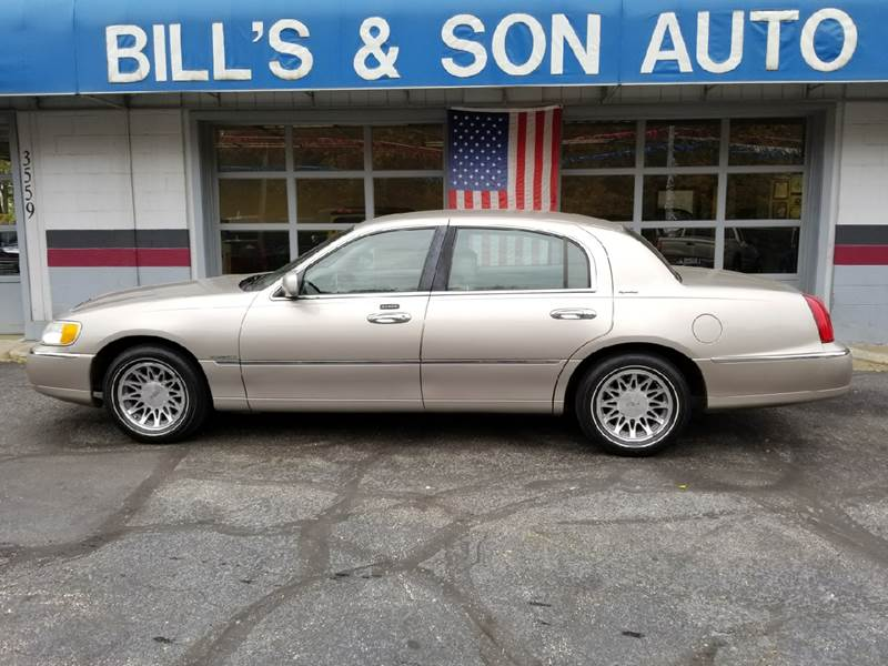 2001 Lincoln Town Car Signature In Ravenna Oh Bill S Son Auto
