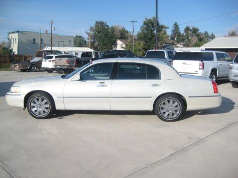 2005 Lincoln Town Car for sale at HOO MOTORS in Kiowa CO