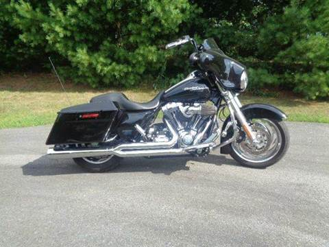 2010 Harley-Davidson Street Glide for sale at R & R AUTO SALES in Poughkeepsie NY