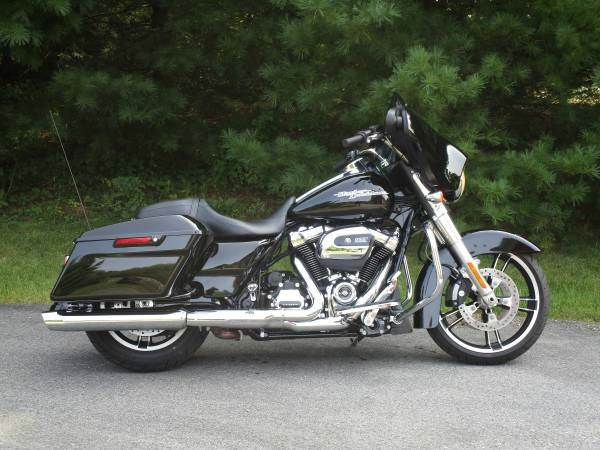 2017 Harley-Davidson Street Glide for sale at R & R AUTO SALES in Poughkeepsie NY