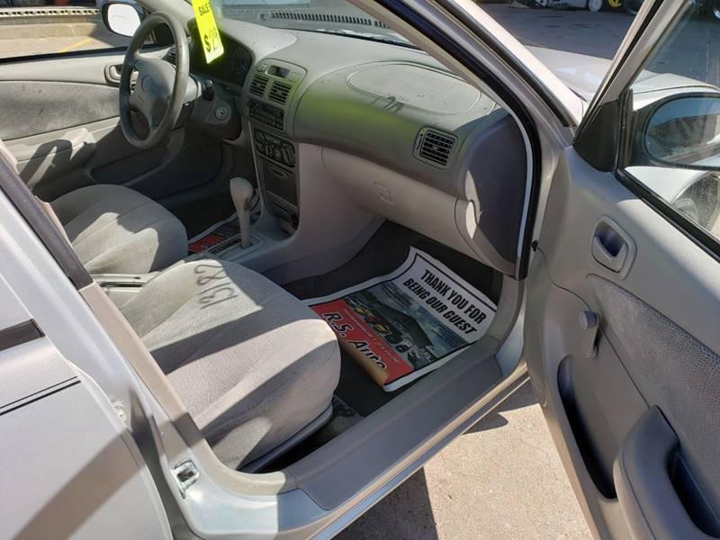 2001 Toyota Corolla CE (image 19)