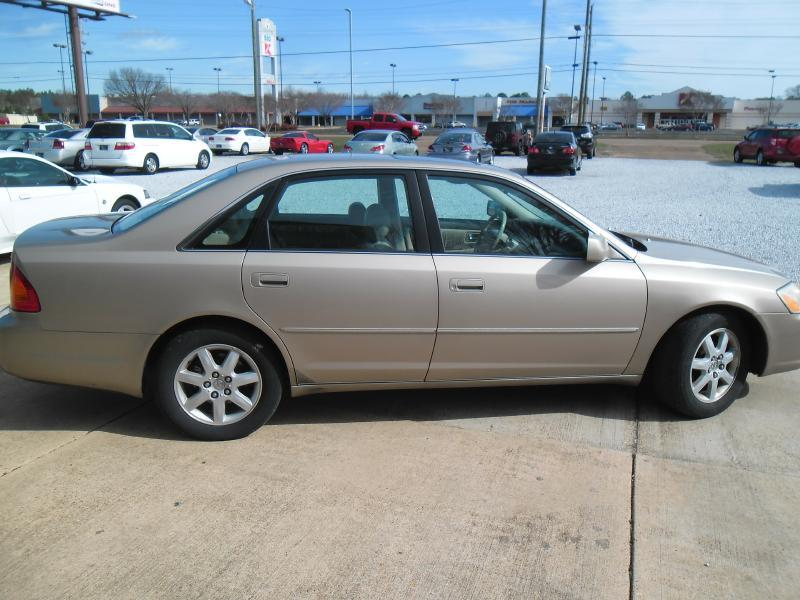 2001 Toyota Avalon for sale at WHOLESALE AUTO EXPRESS in Columbus MS