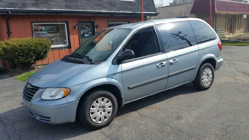 2006 Chrysler Town and Country 4dr Mini-Van - Hobart IN