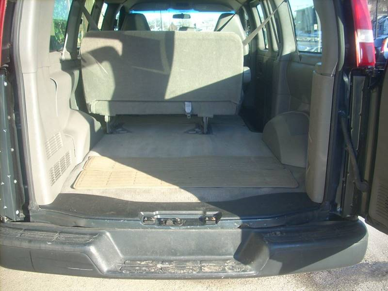 2004 GMC Savana Passenger for sale at GREENFIELD MOTORS in Milwaukee WI
