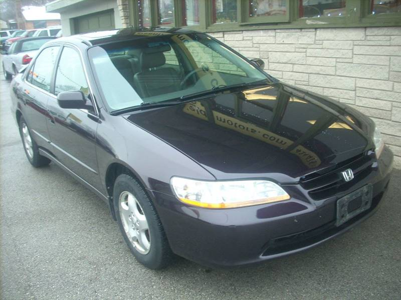 1998 Honda Accord for sale at GREENFIELD MOTORS in Milwaukee WI