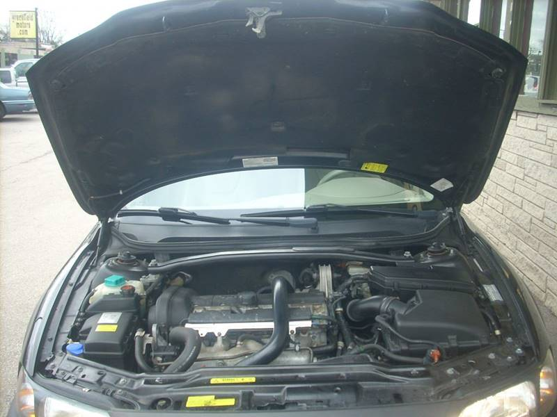 2004 Volvo XC70 for sale at GREENFIELD MOTORS in Milwaukee WI