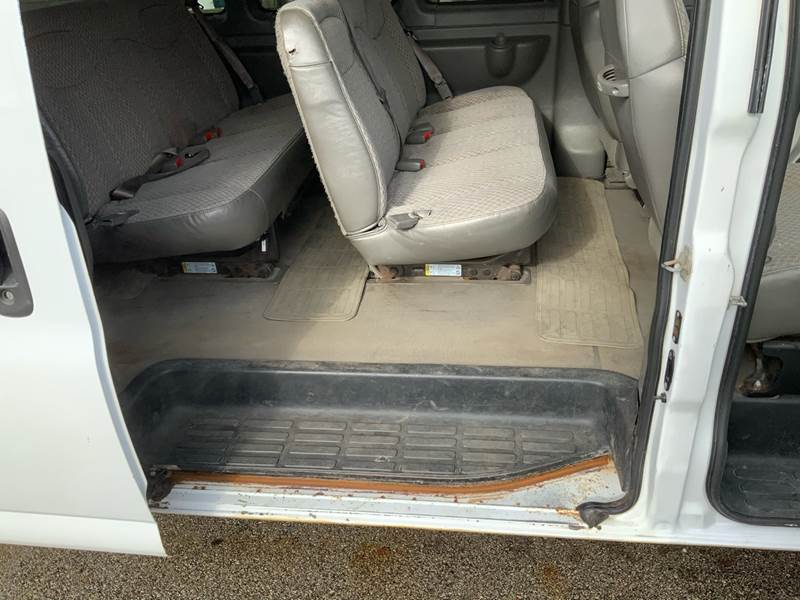 2006 Chevrolet Express Passenger LS 3500 (image 19)