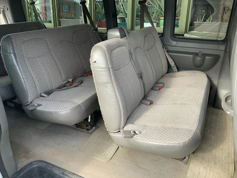 2006 Chevrolet Express Passenger LS 3500 (image 20)
