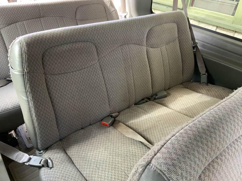 2006 Chevrolet Express Passenger LS 3500 (image 22)