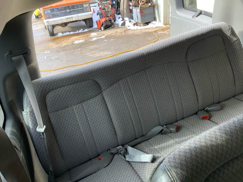2006 Chevrolet Express Passenger LS 3500 (image 23)