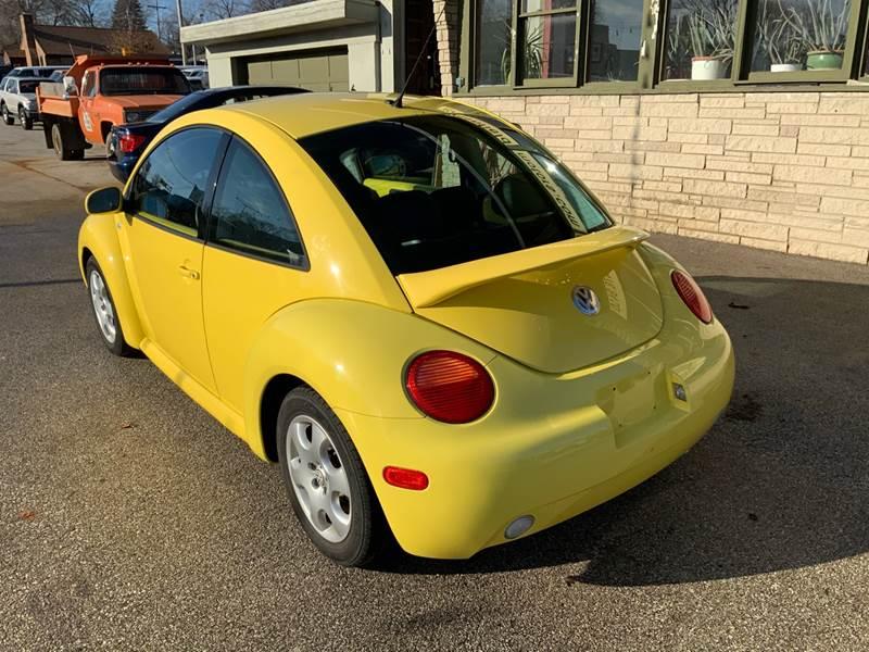 2002 Volkswagen New Beetle GLS (image 9)