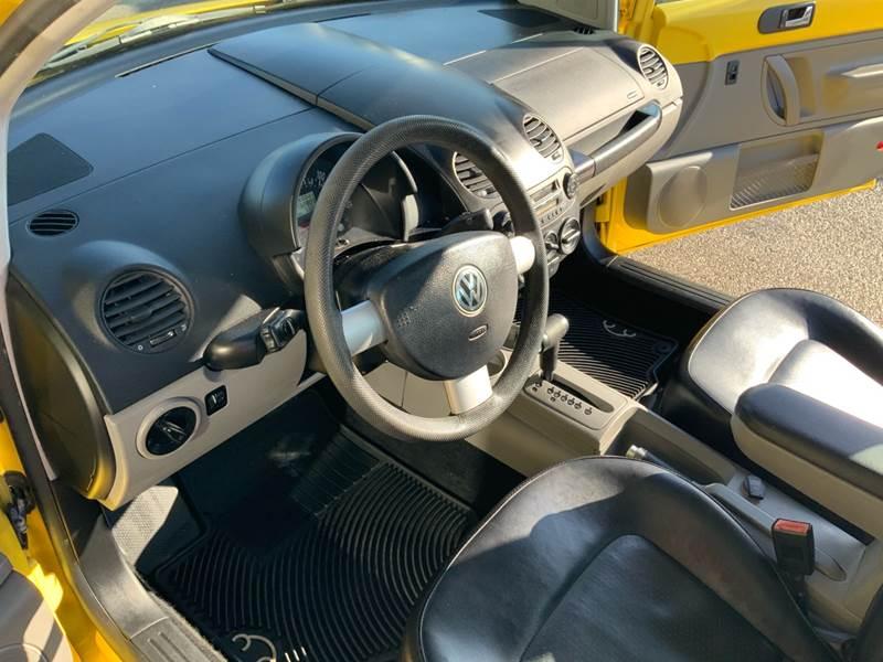 2002 Volkswagen New Beetle GLS (image 14)