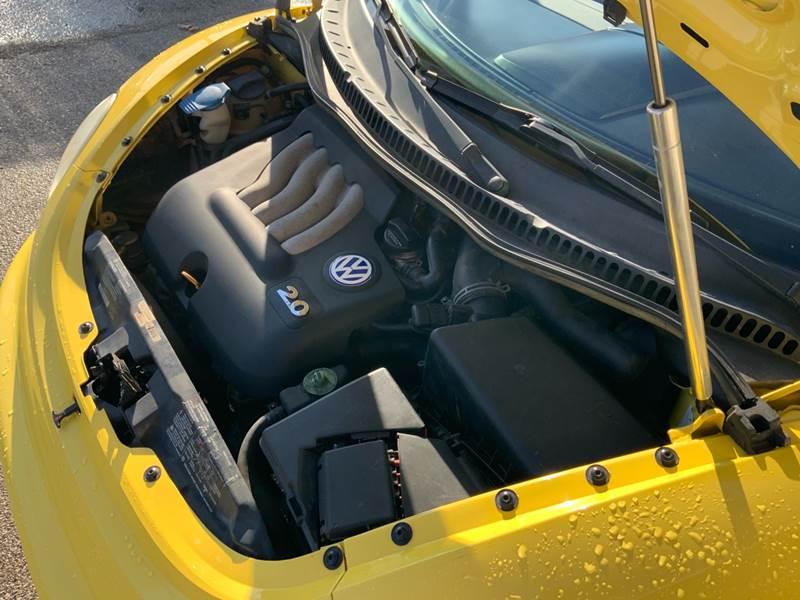 2002 Volkswagen New Beetle GLS (image 22)