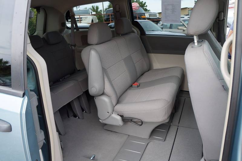 2008 Chrysler Town and Country LX 4dr Mini-Van - Clearwater FL
