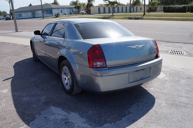 2007 Chrysler 300 4dr Sedan - Clearwater FL