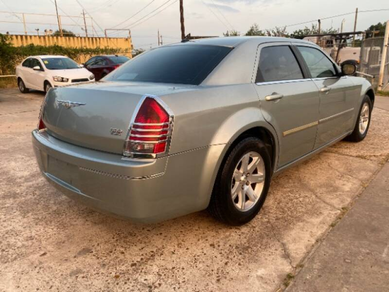 2006 Chrysler 300 Touring 4dr Sedan - Houston TX