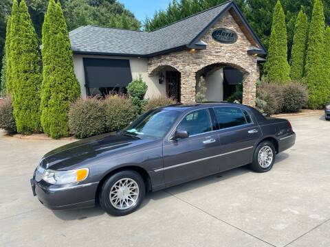 2000 Lincoln Town Car for sale at Hoyle Auto Sales in Taylorsville NC