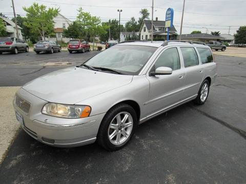2005 Volvo V70 for sale at MAIN STREET AUTO SALES in Neenah WI